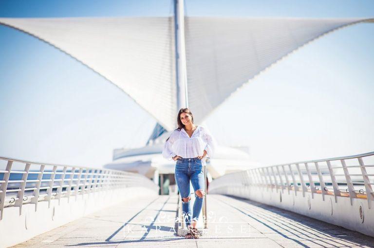 teen girl with Milwaukee Art Museum